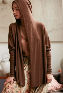 paris-fashion-store-women-brown-cardigan-sinatra-fashion-designer-clothes-paris